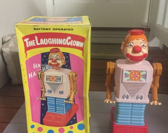 Stunning 1960's robot the laughing clown made of plastic fully working and in excellent condition. Made in japan by waco.