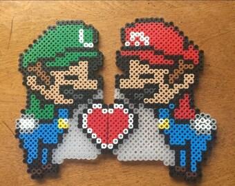 Mario and Luigi kissing perlers