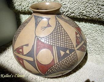 VINTAGE Mata Ortiz Pot/Vase by artisan Lorenzo Bugarin