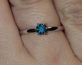 0.25 ct blue diamond in white 14k gold ring. Size 6,75