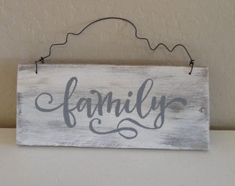 Pallet Wood Sign - Family with Rustic Wire - Item 9001