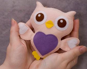 Felt owls with heart, stuffed felt Owl magnet or ornament, Nursery decor, Plush Toy, Baby Shower Gift, Pretend Play Toy