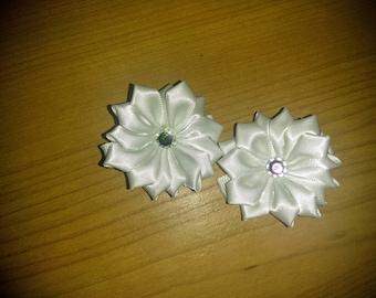 White flowered hair clips