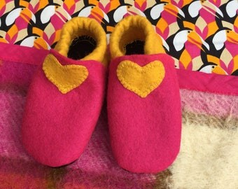 Baby booties ~ Felt ~ Pink ~ Yellow ~ Black ~ Size 3-6 Months