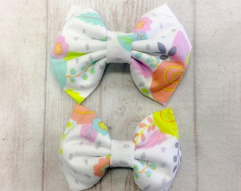 Light Colored Flower Fabric Bow