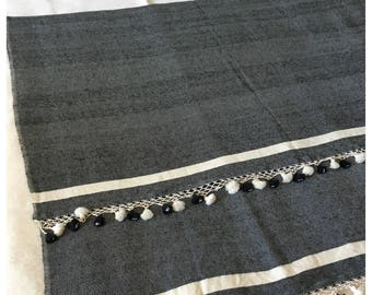 Plaid wool and cotton from Egypt with pompoms 150 x 240 cm