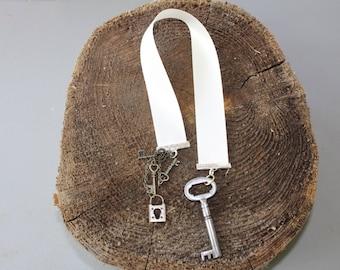Skeleton key bookmark