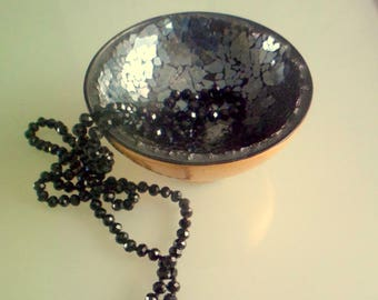 Empty pockets cracked, empty tiled mosaic mirror pockets. Mosaic Cup