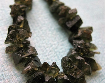 Raw Hammered Green Tourmaline Bead Set - 28 pieces - 3 to 6mm in thickness