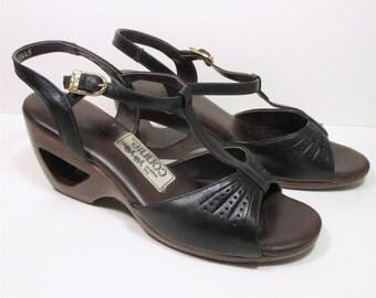 Vintage 70s Peep Toe Pumps 8.5 AA Navy Blue Leather Narrow T Strap Connie Yo Yo Heel Cut Out Womens Shoes