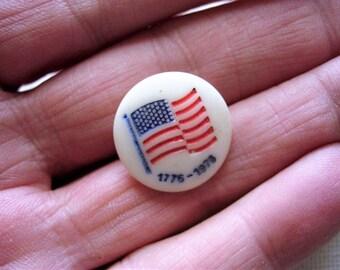 Sweet Vintage Bicentennial Glass Realistic Button