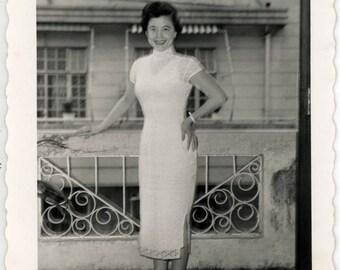 vintage photo 1954 Hong Kong China Pretty Lady Chu Ying Paramount Hotel