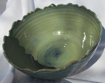 Serving Bowl with Rocky Mountain Rim
