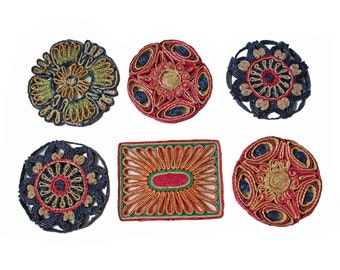 Set of 6 vintage colorful woven trivets, round raffia straw, bohemian wall hanging decor