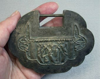 ANTIQUE Chinese SILVER Repousse Qing Dynasty Symbolic LOCK 75 grams L6