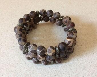 Tibetan DZI agate bead bracelet - memory wire - brown green grey tan bronze