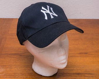 1990s New York Yankees Fan Favorite velcro baseball cap
