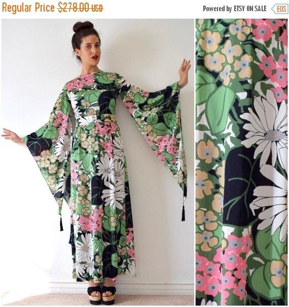 JANUARY SALE / 20% off Vintage 70s Lilli Diamond Jungle Flower Angel Wing Sleeve Maxi Dress