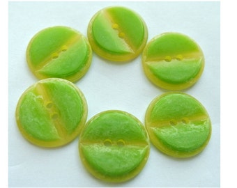 6 Vintage buttons plastic green 23mm