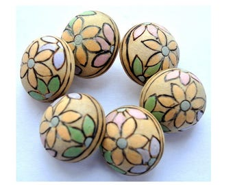 6 Vintage wood flower buttons natural wood color with flowers, sweet buttons