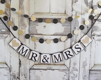 Mr.and Mrs.Wedding Signs, Wedding Garland Banner, Anniversary party, MR & MRS banner, Photo prop, rustic barn country Wedding, banners