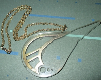 Vintage MOD Clear Lucite Teardrop Motif Pendant Necklace
