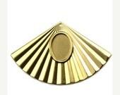 50% Off Sale Setting Oval 14x10mm Art Deco Fan Pendant Raw Brass (3) FI801