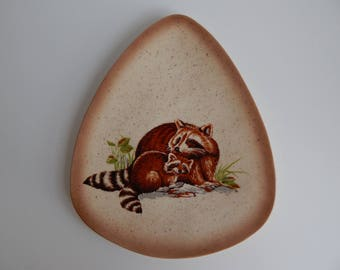 Mid Century Speckled Plate with Mamma and Baby Raccoons