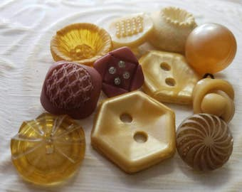 Vintage Buttons - Cottage chic  12 assorted pastel sweet assorted designs old and sweet(mar 301 17)