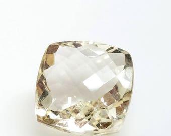 1 Pale Lemon Quartz Faceted Briolette Focal 15.5mm diamond oriented square Tip Drilled Sideways