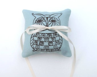 Ring Bearer Pillow, Wedding decor, Owl pillow, 4 x 4 inches - Choose your fabric and ink color