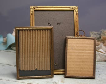 Vintage Gold tone PICTURE FRAMES (3) Metal Frame Set- Photo Grouping- G03