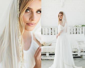 Gold Lace Bridal Veil, Wedding Veil, Scallop Lace Veil, English Net Veil, Mantilla Veil, Fingertip, Cathedral Length Veil, English Veil 1715