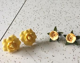 Les Fleurs -  2 Pairs 1940's Novelty Flower Screw Back Earrings