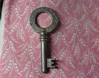 """Vintage Skeleton Key """" Paris"""" Large Round Top #8"""