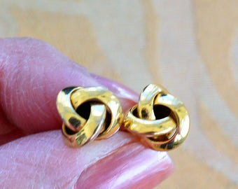 Classic Vintage Gold tone 10mm Knot Pierced Earrings (A2)