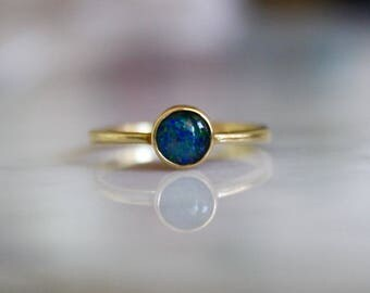 VINTAGE BLACK OPAL 14k midcentury era antique cabochon dainty stacking engagement ring size 6 circa 1960s