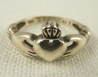 Size 7.25 Vintage Sterling Silver Holding Heart Ring