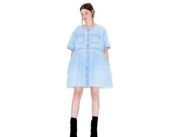 HURRY HALF OFF 90s Denim Dress / light wash denim oversized dress jumper dress jean dress shirt dress ripped jeans distressed jeans 90s clot