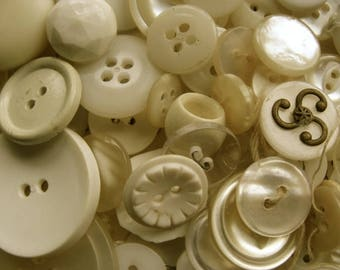 100 lovely Old dirty white buttons Lot 33
