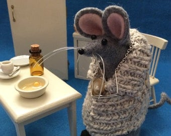Old Grampa Felt Mouse in Sweater