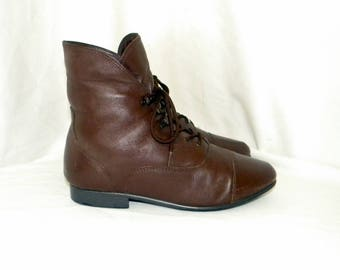 Sz 8.5 Vintage brown leather 1980s Women flat lace up Maine Woods granny ankle boots.