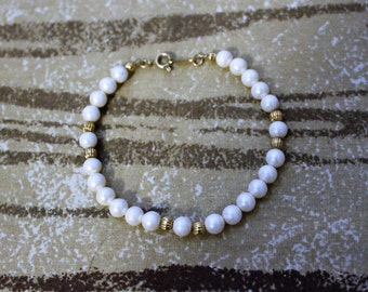 Vintage AVON Faux Pearl and Gold Tone Single Strand Bracelet