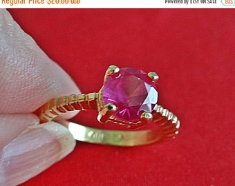 20% off sale E LIND signed Vintage gold tone  size 5  ring with fuschia pink center rhinestone in great condition