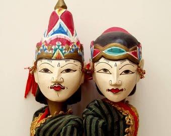2 VINTAGE BALI ROD puppets,Java,Indonesia handmade Wayang Golek,stick, batik costumes,set,vg condition,red,rust,gold,navy blue,pink,wood