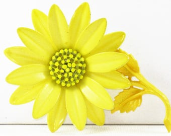 Vintage Mod Yellow Enameled Flower Power Floral Brooch Pin (B-1-1)
