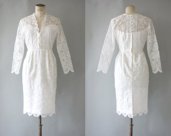 Prude dress | White guipure cocktail dress with front decollete and buttoned back | 1960's by cubevintage | small