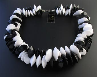 Black & White Lucite Necklace, Medici Lucite Necklace, Mod Necklace, White Necklace, Plastic Necklace, Chunky Necklace, Statement Necklace