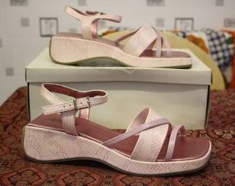 Vivaldi pink vintage platform strappy sandals, size 6