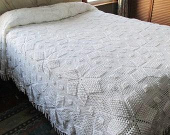 Bedspread Hand Crocheted White Queen Size 98 x 108 Blanket Popcorn Star Spiral Fringe
